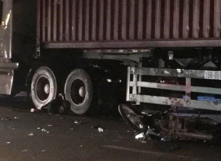 Va chạm xe container, nữ sinh lớp 10 tử vong tại chỗ - 1